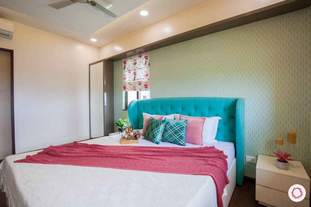 2-bhk-home-design-livspace-pune-master-bedroom-wallpaper
