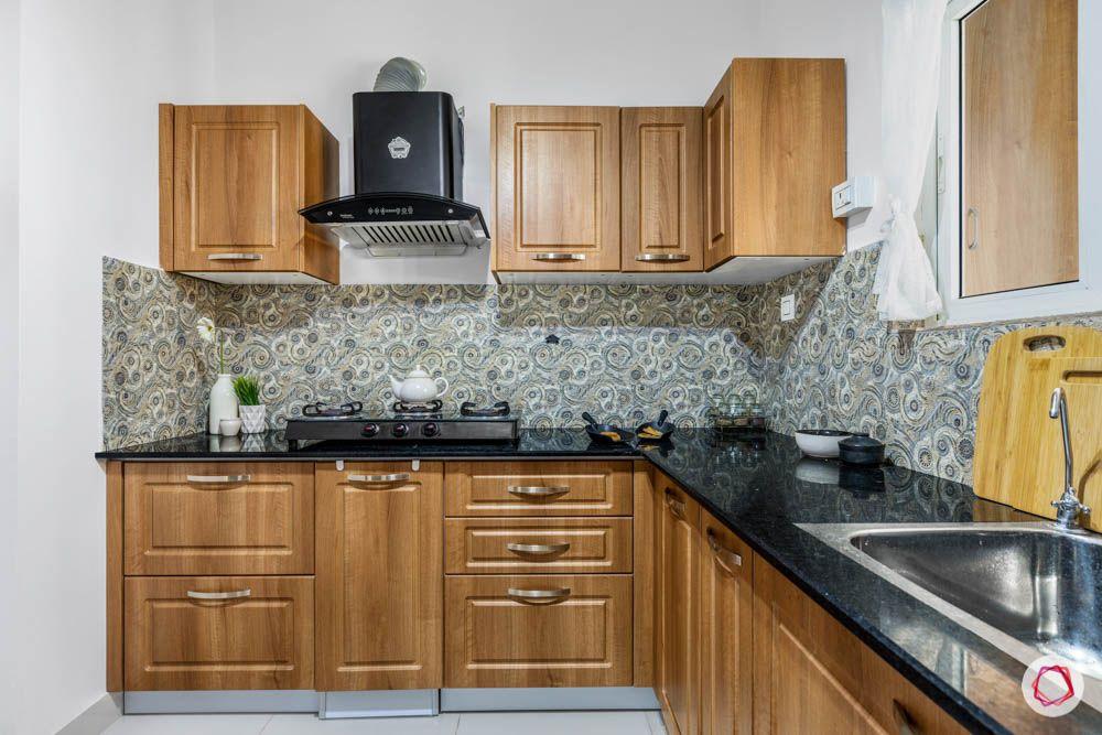 wooden cabinets-pattern backsplash