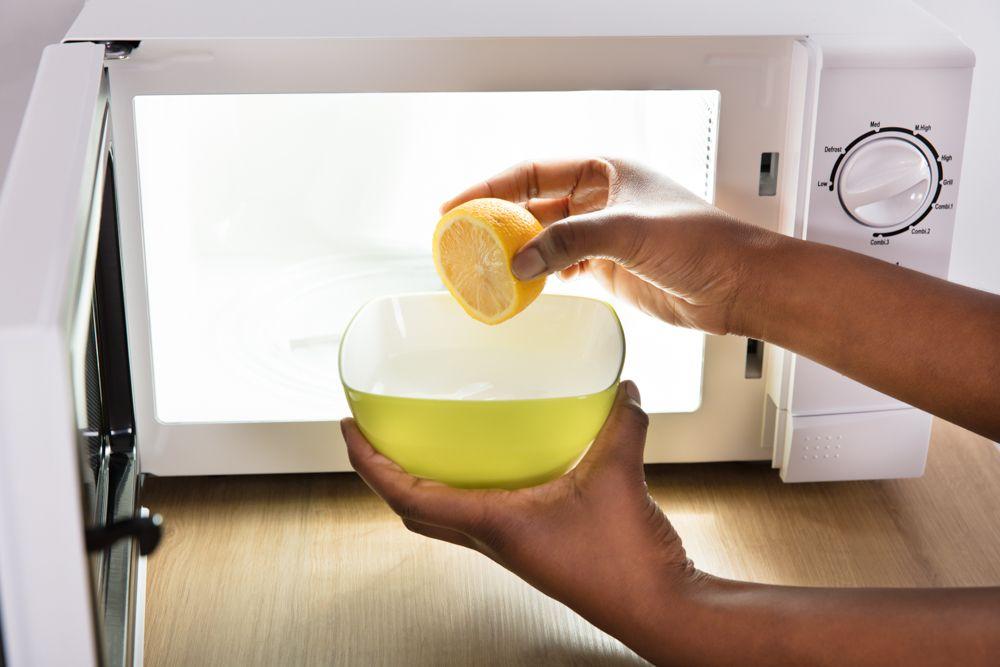 kitchen hacks-microwave-lemon juice