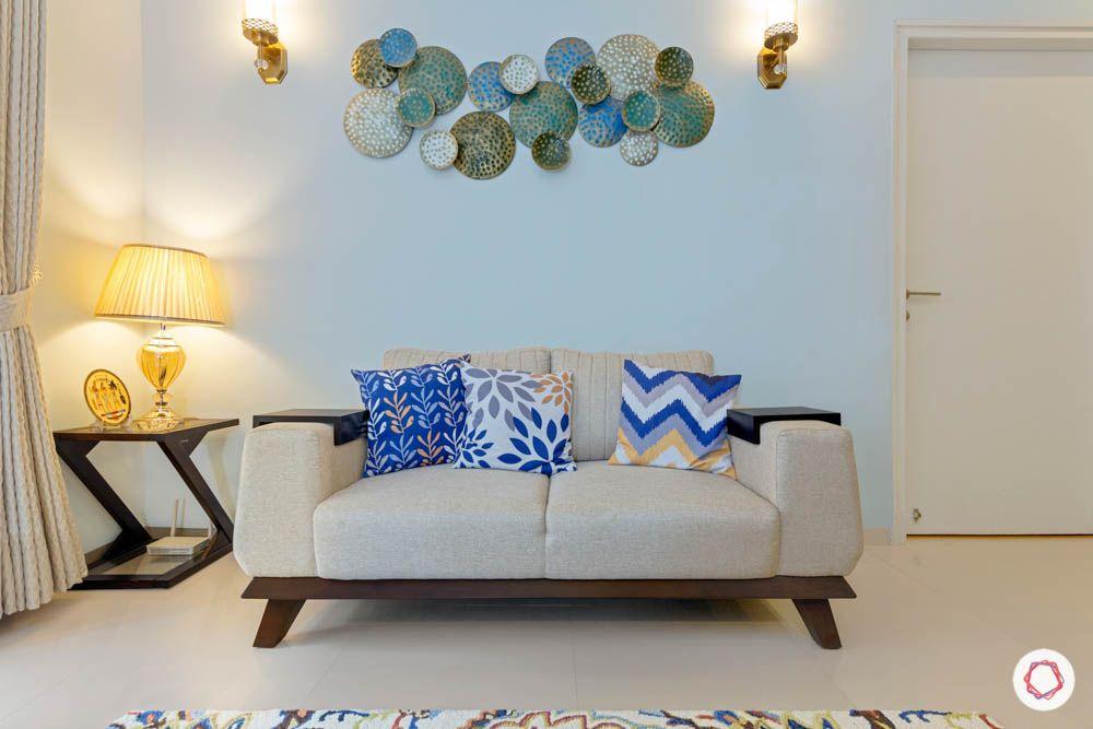 loveseat-white sofa design-table lamp design