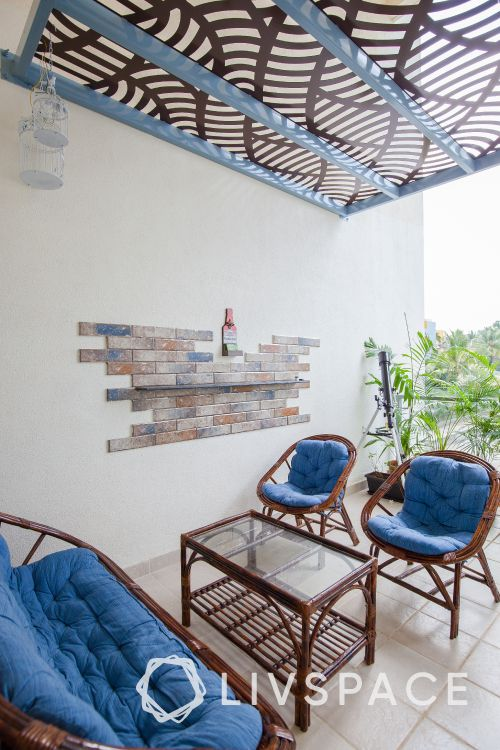 balcony furniture ideas-seating chairs-coffee table-ceiling-plants