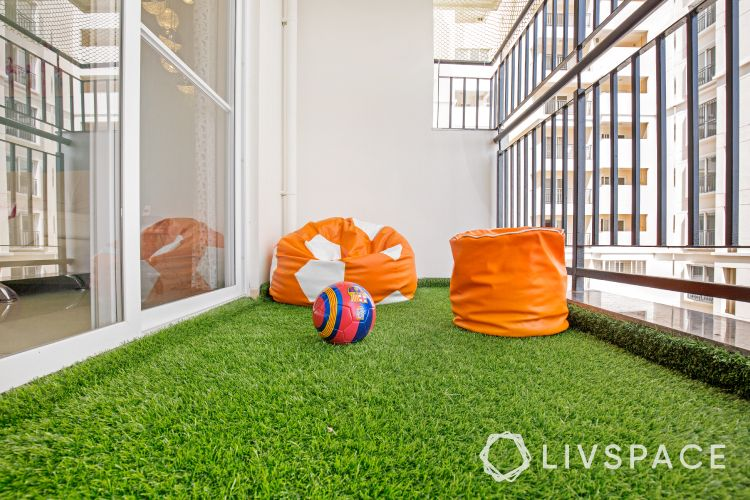 balcony furniture ideas-beanbags-artificial turf grass