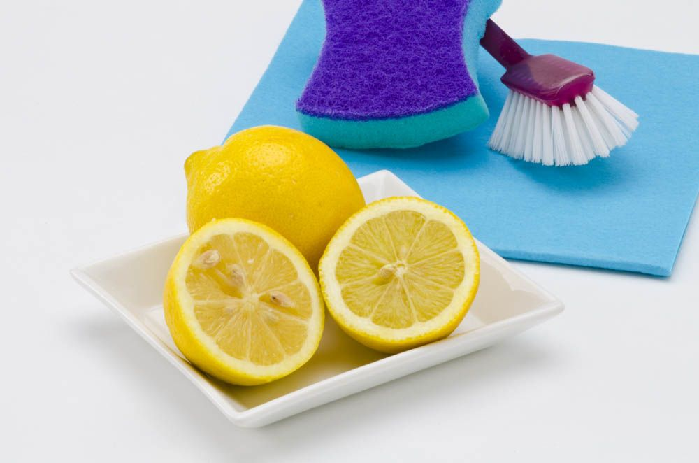 homemade cleaning solution-lemon juice-cleaning
