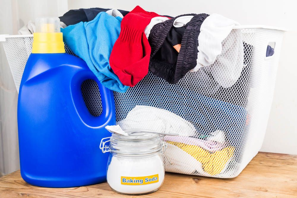 homemade cleaning solution-baking soda-laundry-cleaning
