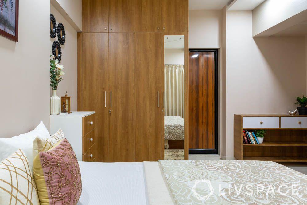 2-bhk-flat-in-mumbai-master-bedroom-wardrobes