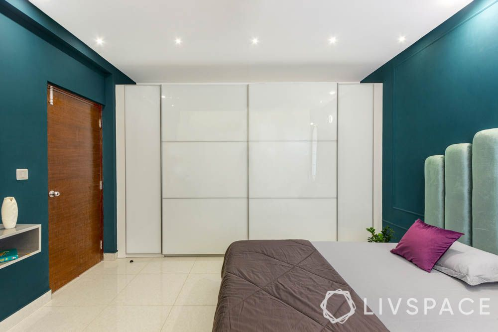 beautiful-interior-design-master-bedroom-white-glossy-wardrobe