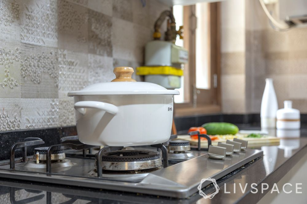 small-kitchen-renovation-new-cappuccino-colour-stove-pot