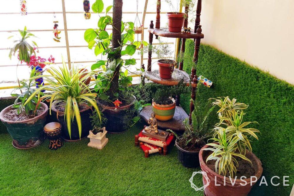 balcony garden ideas-pants-balcony-turf