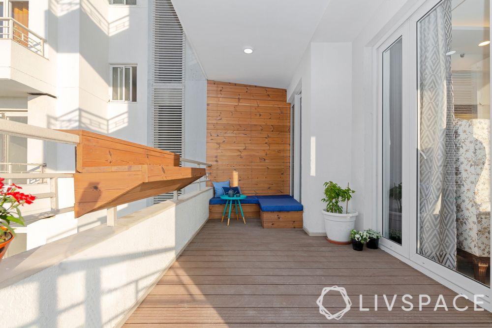 balcony-corner seating-pinewood wall panelling