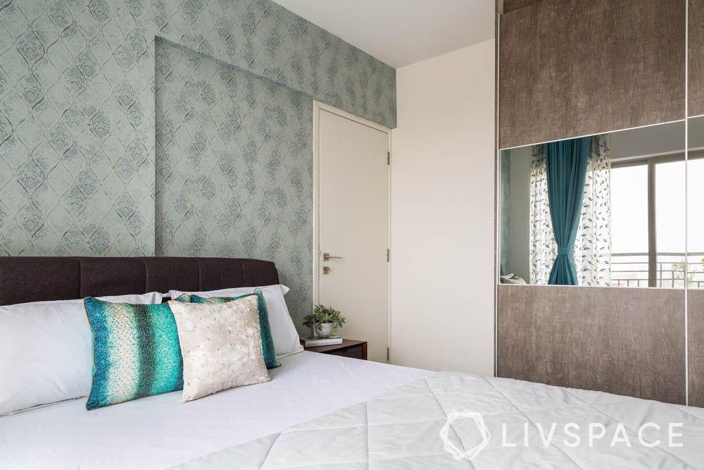 grey wallpaper-sliding wardrobe with mirror