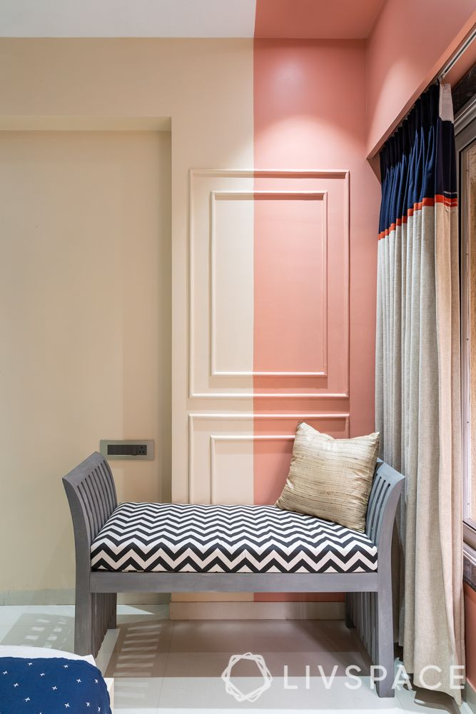 Bicoloured walls-low seating-zigzag upholstery
