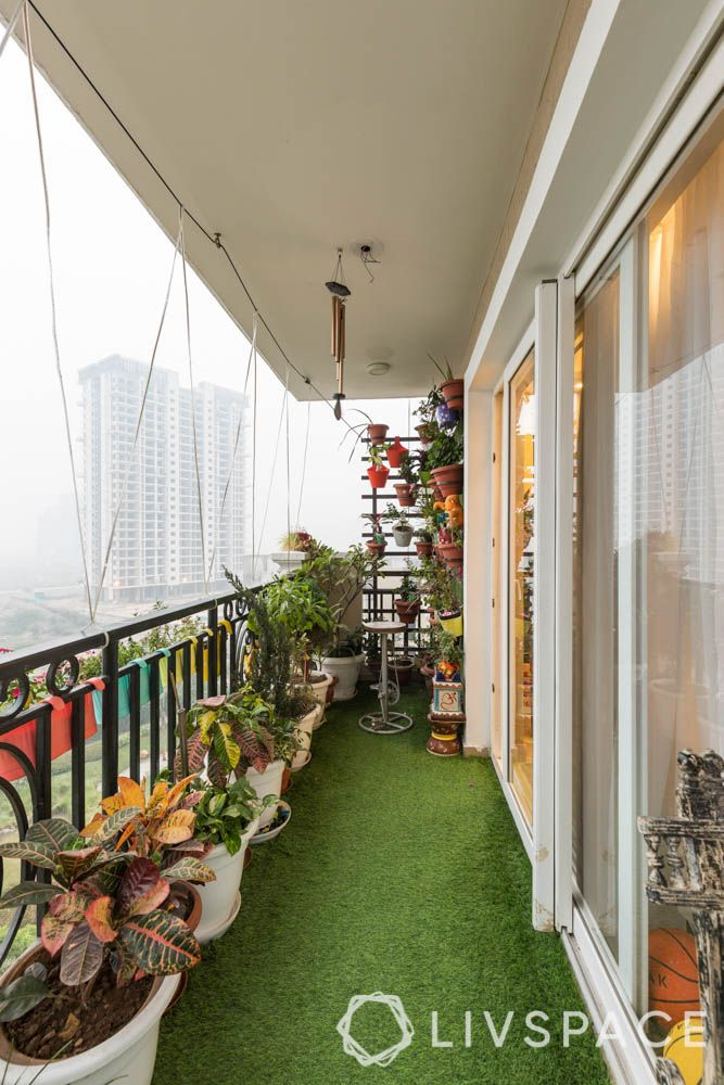 home balcony design-potted plants and artificial turf-vertical garden