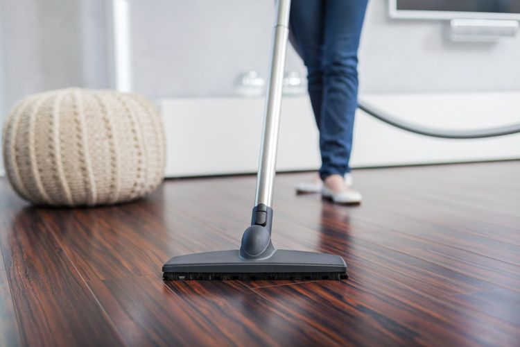how to clean house-floor vacuuming-homekeeping