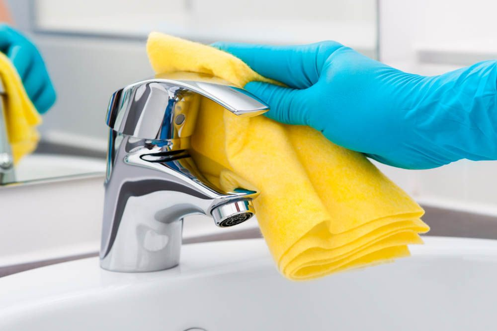 sink-faucet-cleaning