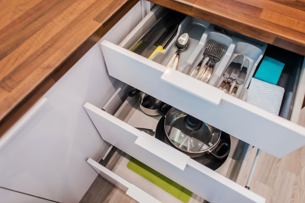 kitchen cabinet organisation-shelves-organisation-cutlery