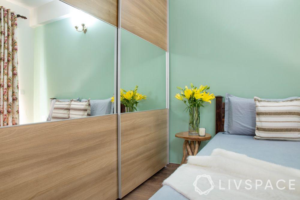 wooden-cupboard-compact-bedroom