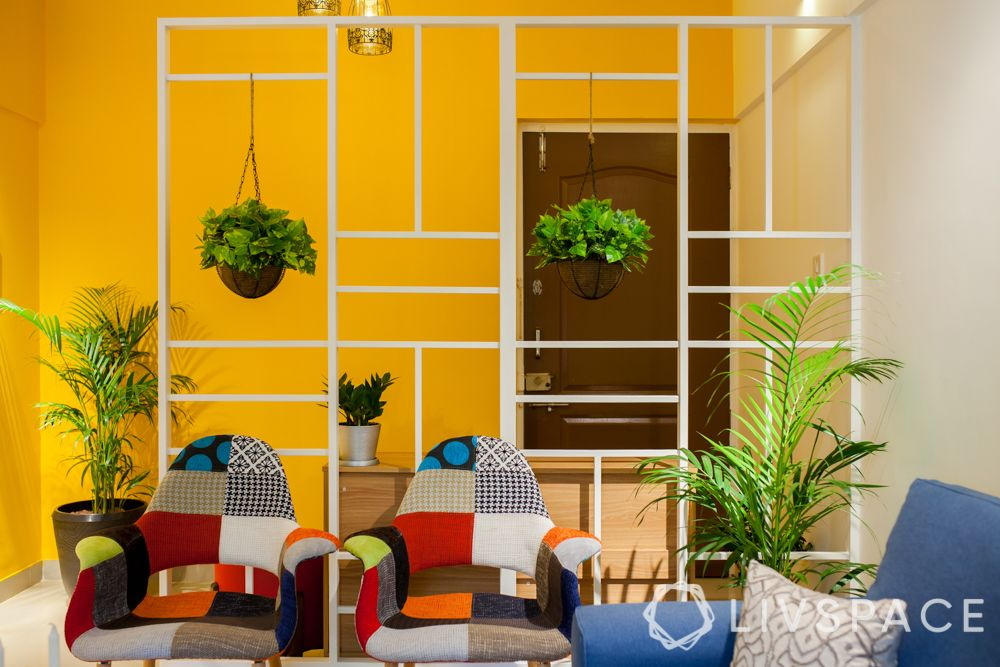 decorating-with-plants-white-partition-hanging-plants