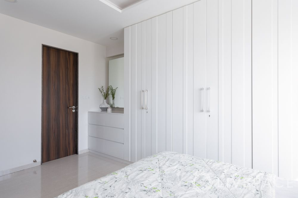 floor-to-ceiling wardrobe-white wardrobe