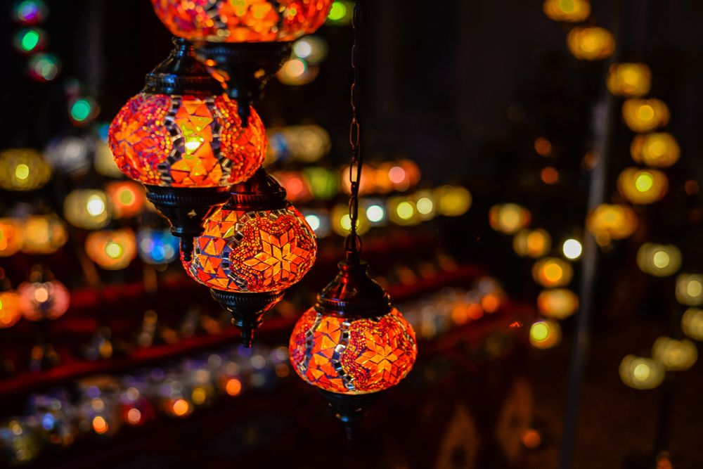 diwali-lighting-ideas-colourful-lanterns