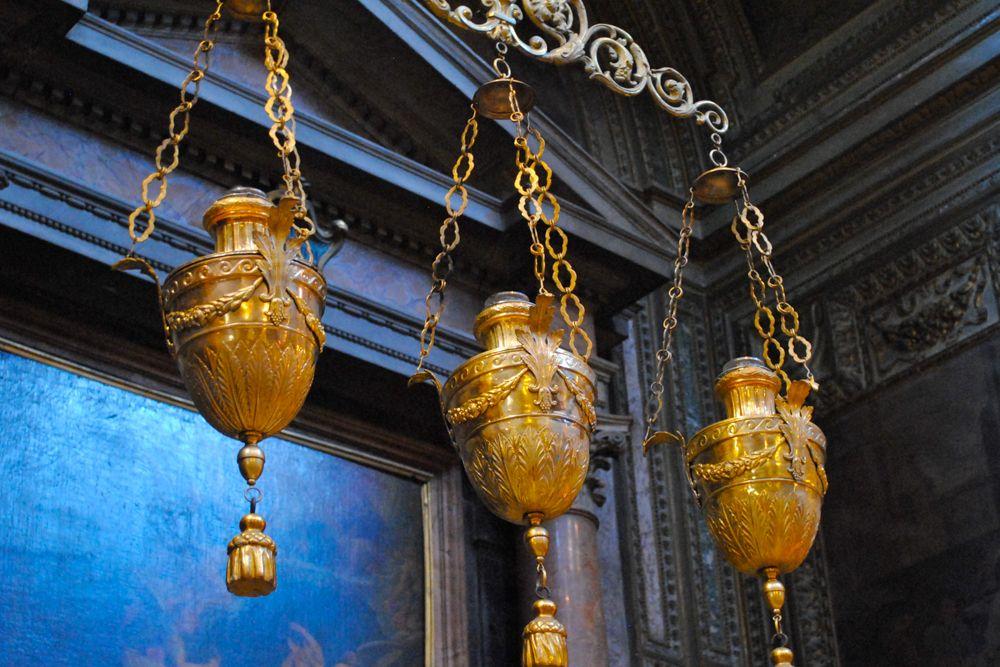 Christmas decoration-gold votive lamps