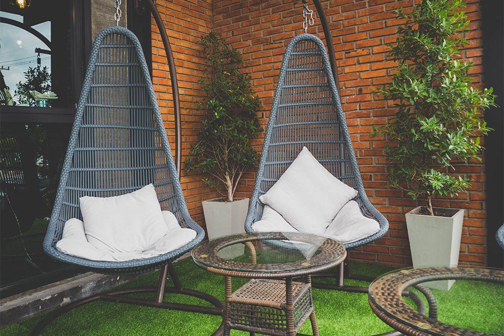 balcony seats-swinging chairs