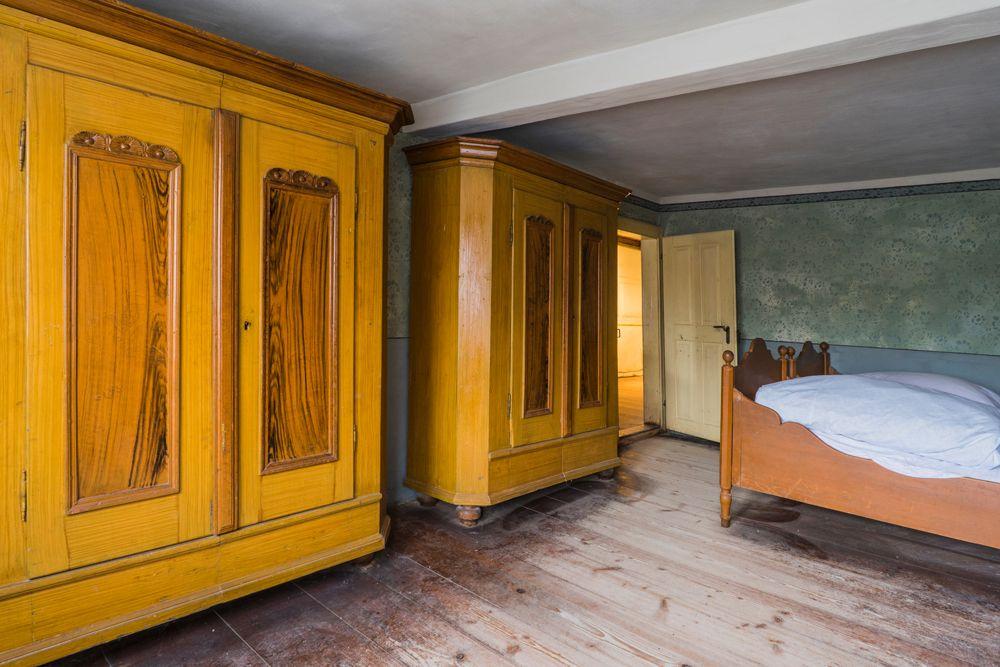 bedroom design mistakes-wardrobe design