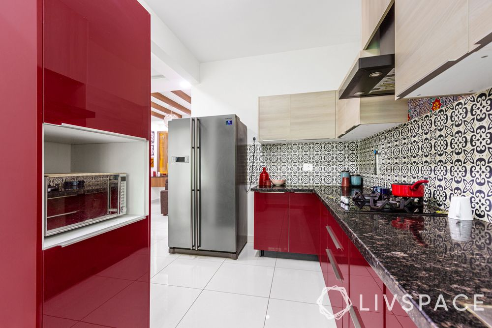 red kitchen-black countertop