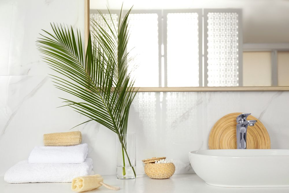bathroom design India-tropical style-palm leaves-straw knick knacks