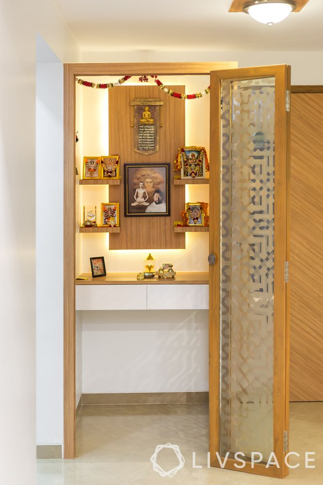 vastu tips-photos of deities-pooja room