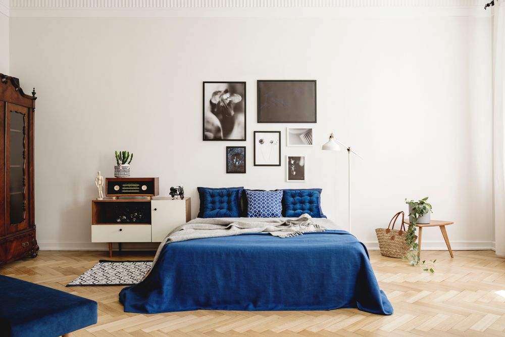small bedroom design-bed-wall photo gallery-side table