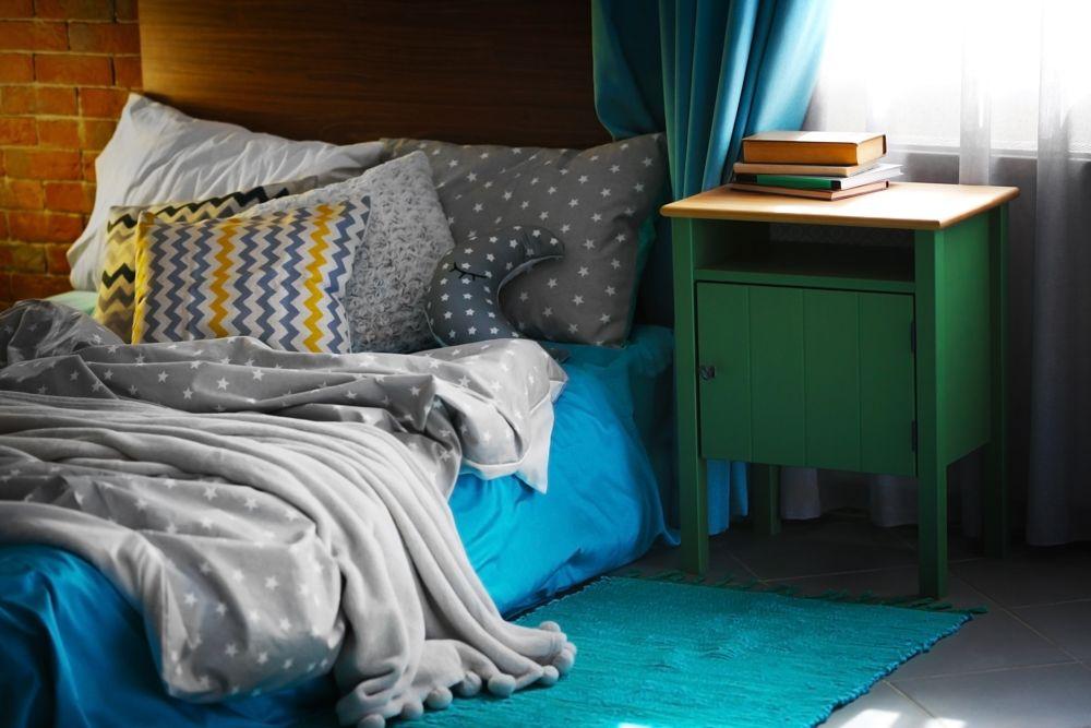 bedroom designing-bed-blue rug