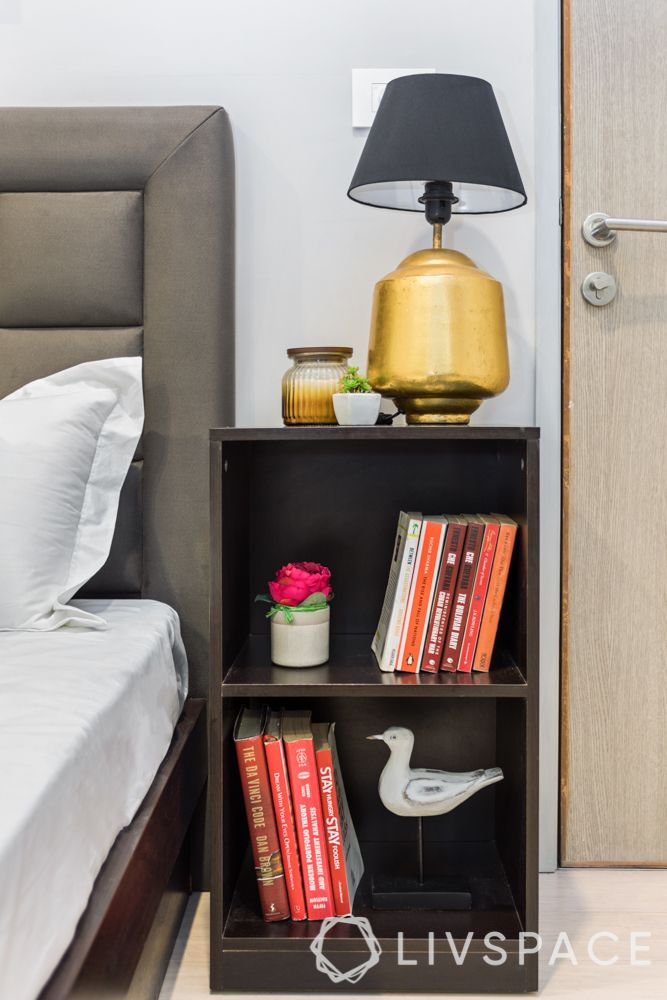 small bedroom design-table lamp-side table