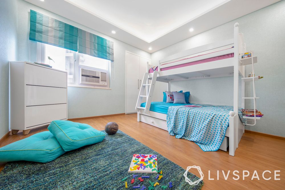 bedroom design for girls-floor space-bunk bed-rug-pillows