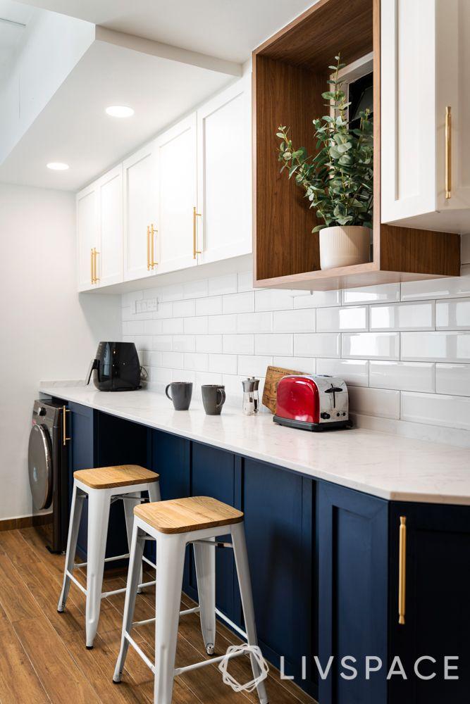 simple kitchen design-English farmhouse kitchen-bar stools
