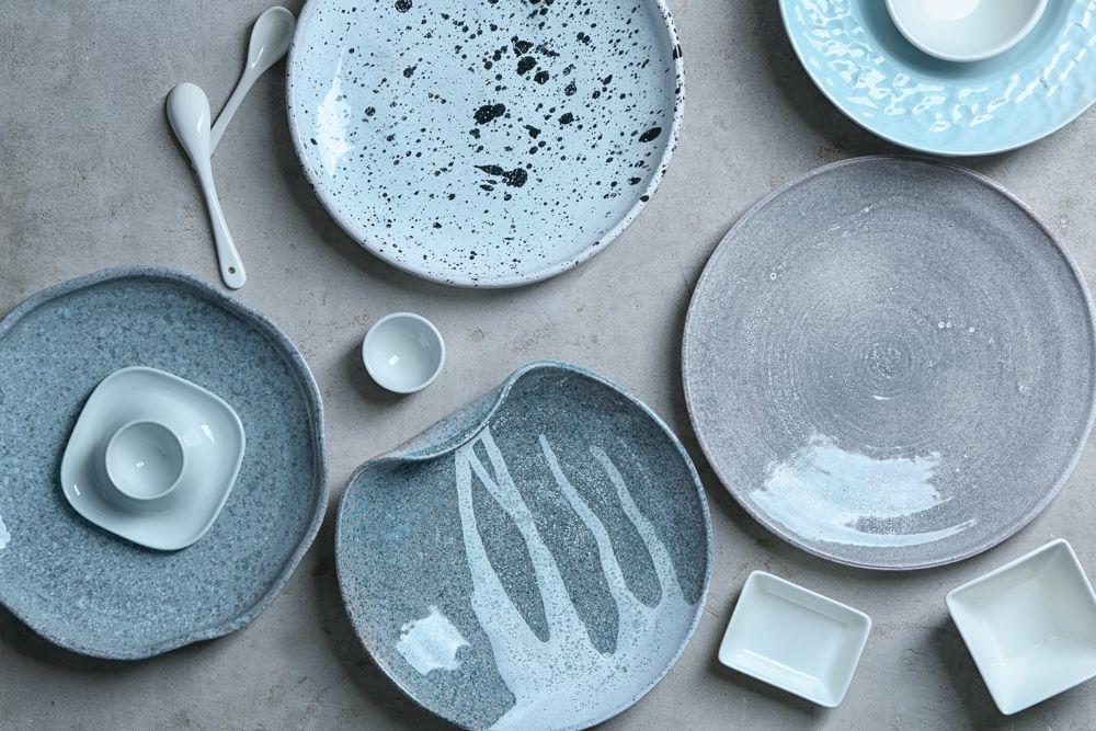 crockery set-blue plates