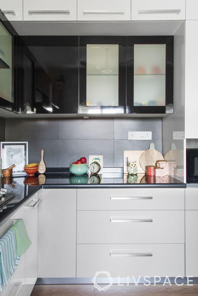 interior house-black kitchen-glossy kitchen