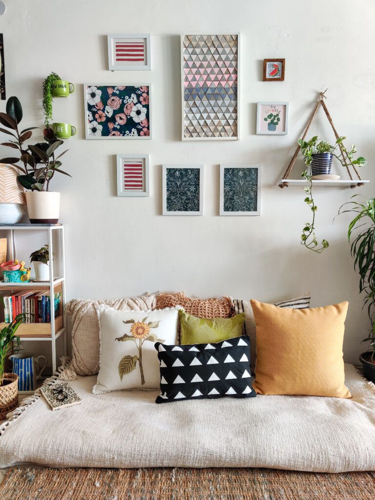 diy home decor crafts-nook-blank wall-gallery-cushions