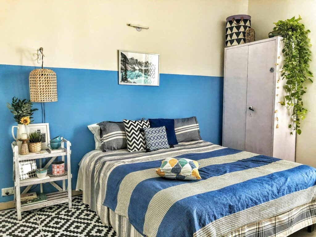 diy home decor crafts-dual paint-blue and white-bed