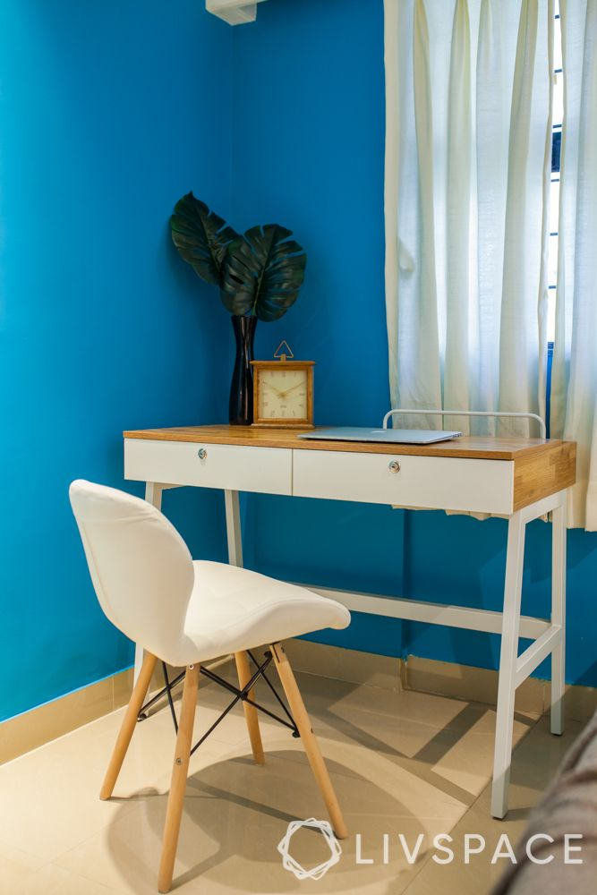 office-room-interior-design-minimalist-decor-clock-plants