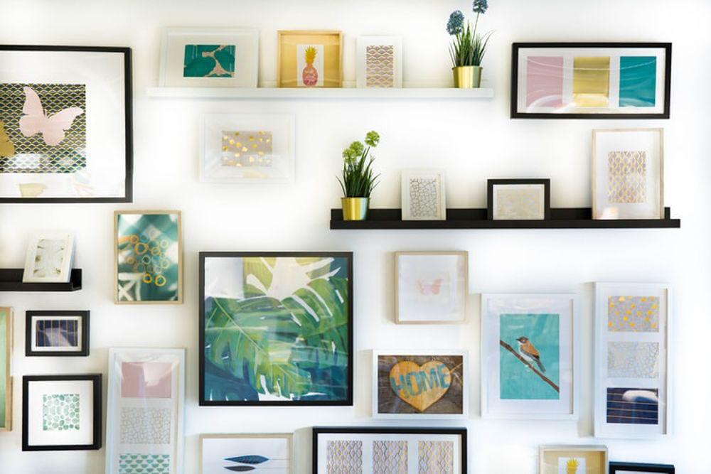 simple room design-gallery wall