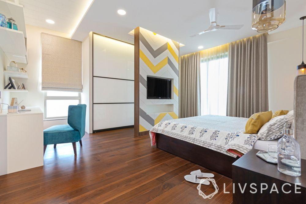 vastu-for-bedroom-gadgets-TV-electronics