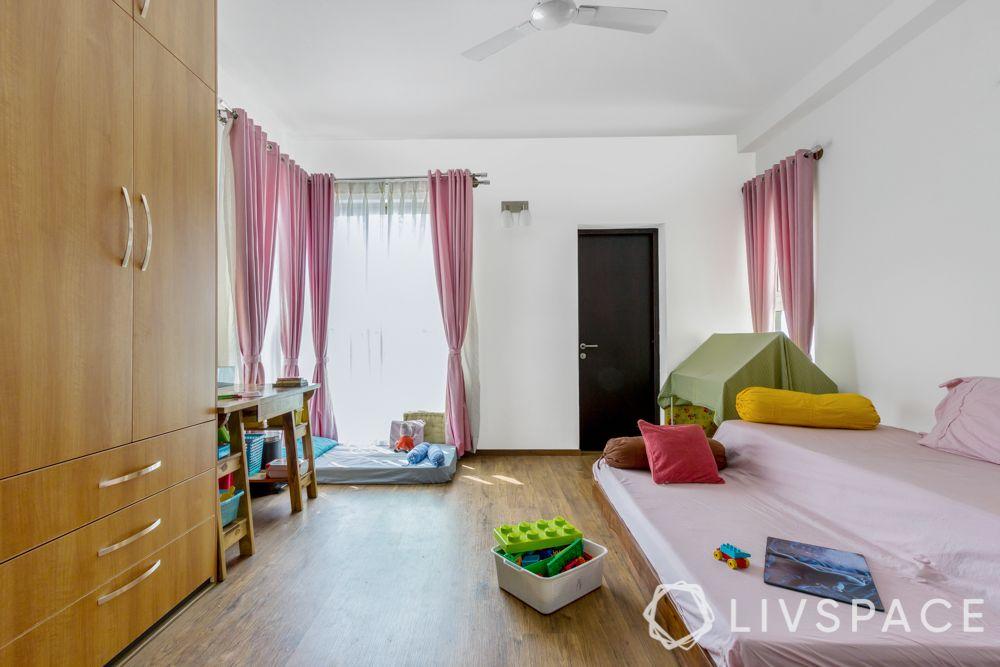 little girl bedroom ideas-floor bed-play tent-sunbed