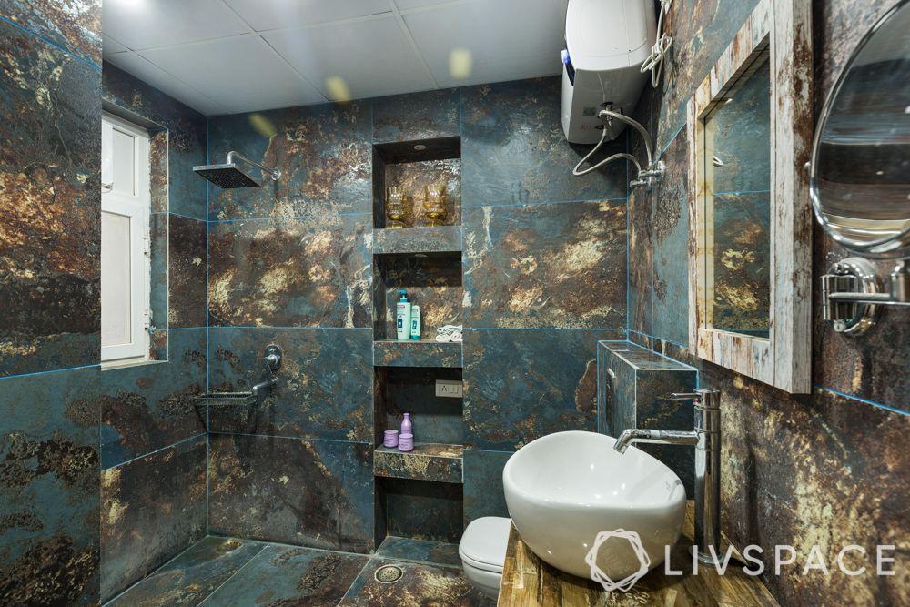maximalism-bathroom-blue-gold-accents