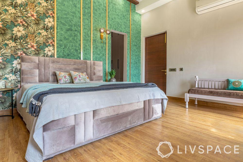 bedroom-colour-floral-wallpaper-metallic-trims