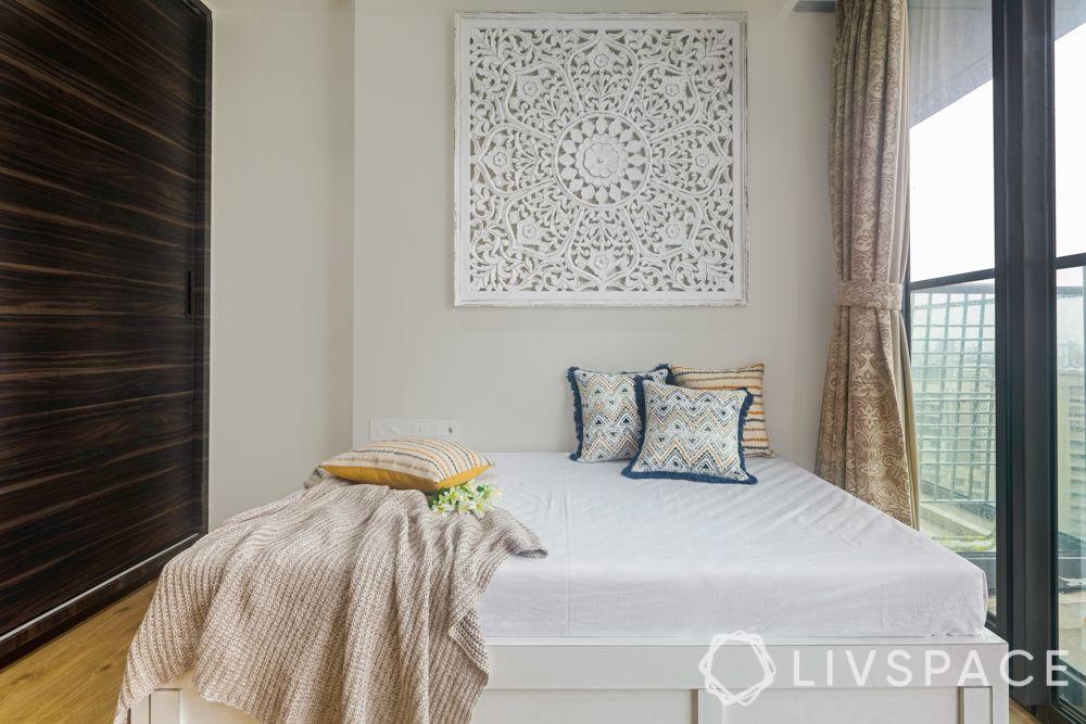 3 BHK in Mumbai-jaali artwork-pullout bed