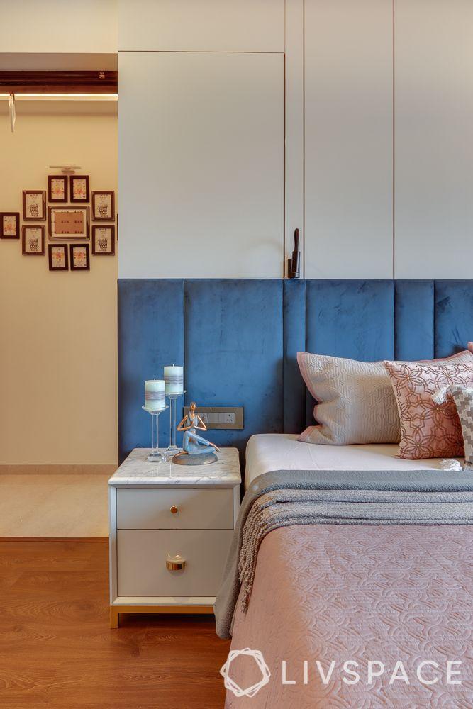 hometour-apartment-in-mumbai-bedroom-concealed-storage-blue-velvet-headboard