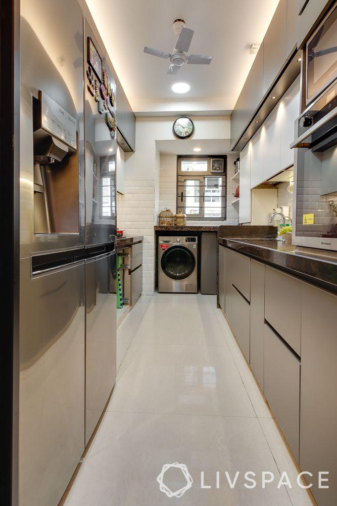 hometour-apartment-in-mumbai-kitchen-parallel-layout-beige-base-units