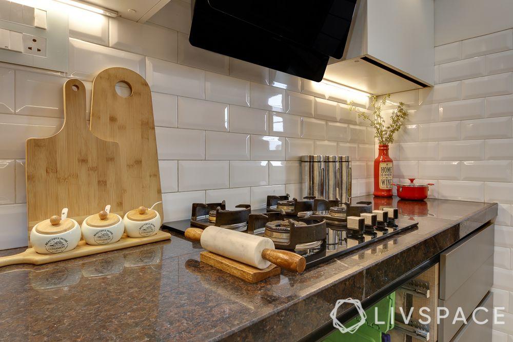 hometour-apartment-in-mumbai-kitchen-brown-granite-countertop-white-dado-tiles