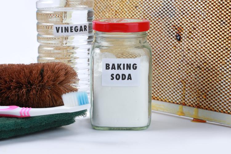 maintain white kitchens-baking soda-vinegar-tootbrush