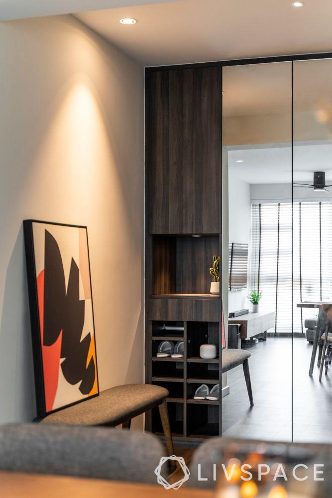 foyer-design-grey-wall-shoe-rack-artwork-mirror